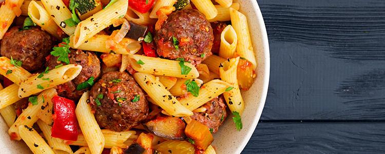 """<p class=""""text-justify"""">Käsespätzle, hausgemachte Lasagne mit Hackfleisch oder vegetarisch gelten bei uns als die Klassiker, wenn es um Leckereien mit Nudeln geht. (Als Auflauf-Variante für nur eine Portion aus dem Kühltresen oder als Kreation aus der Feinkostküche, die Sie in einem unserer Imbisse genießen können.) </p>"""